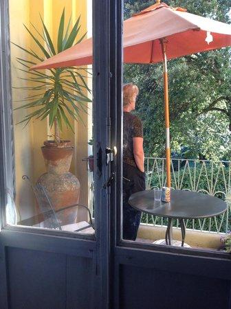 Hotel Annalena: overlooking a beautiful garden.