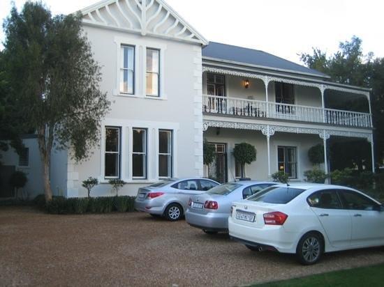 Middedorp Manor: Front & Parkplatz