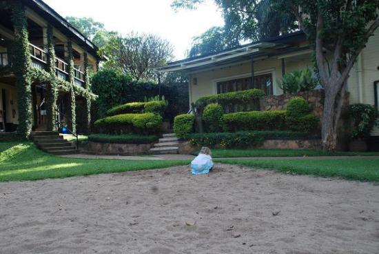 Makindye Country Club: photo of part of rooms available for conferences, squash and volleyball courts