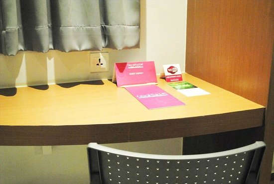 favehotel Braga: Working desk with free high speed wi-fi