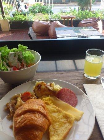 Ashlee Hub Hotel Patong: 朝食