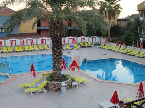 Hotel Karbel Sun: pool area