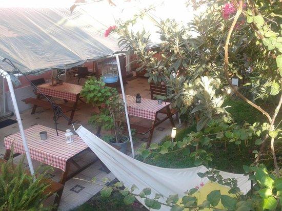 Alfama Patio Hostel: ENTRADA/COMEDOR