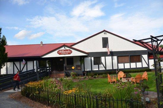 Hillwinds Lodge: Lodge entrance
