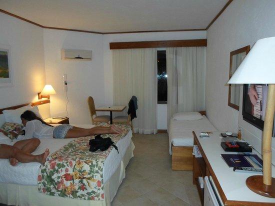 Costa Norte Ingleses Hotel: habitacion doble con cama extra