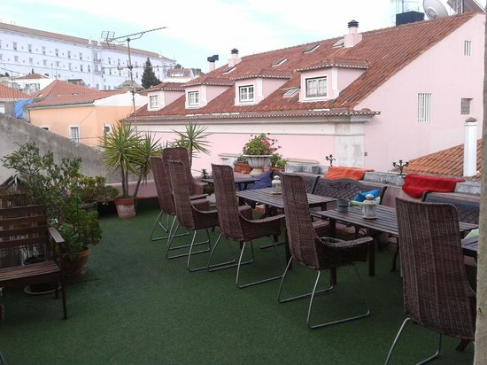 Alfama Patio Hostel: terraza