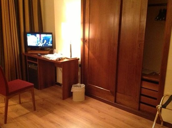 camera da letto con frigobar e tv - Picture of Royal Palace Hotel ...