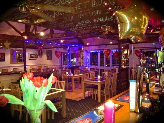 Marine Bar & Restaurant: Bar area