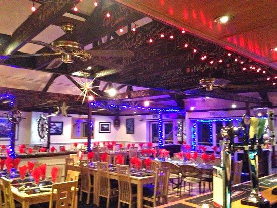 Marine Bar & Restaurant: Party Night