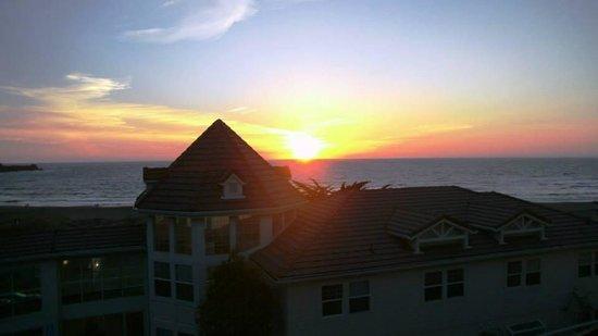 Pacifica Beach Hotel: Sunset at the Pacifa Beach Hotel