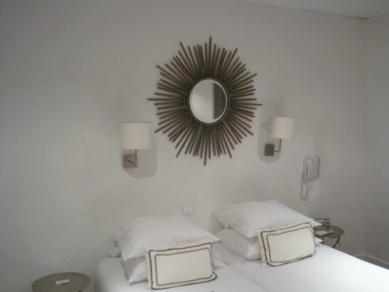 Hotel Colette: Вид на кровать