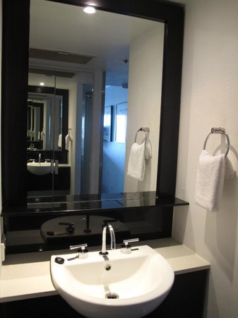 Vibe Hotel Gold Coast: Bathroom