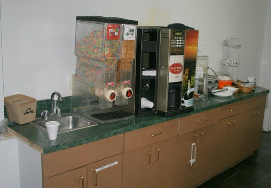 Red Roof Inn Neptune : Das komplette Frühstücksbuffet........