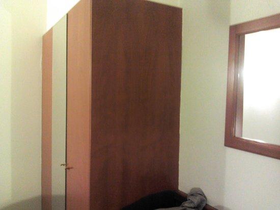 Le Dome Hotel: armario