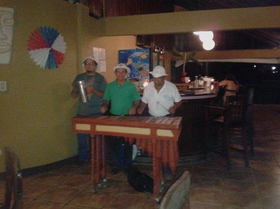 Terraza del Pacifico: Marimba musica tipica