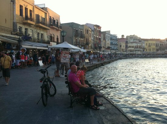 Hotel Kedrissos: Old harbour in Chania. Very nice place with good food