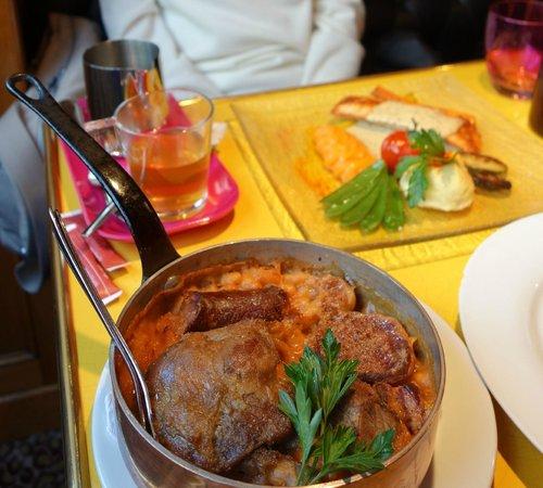 Le Louis Vins: Cassoulet, and salmon plat du jour