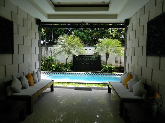 Anika Guest House: Pool from Reception