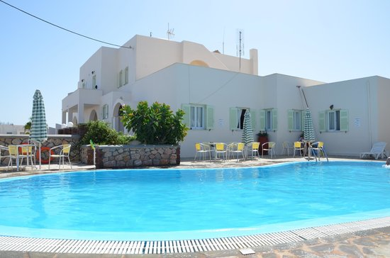 Babis Hotel : Vista dell'hotel e piscina