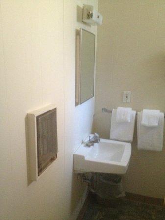 The Rehoboth Inn: Bathroom