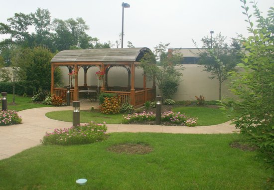 Courtyard by Marriott Wall at Monmouth Shores Corporate Park: Garten