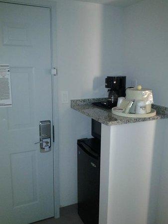 Comfort Inn Williamsburg Gateway: In-room microwave and mini-fridge