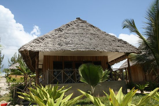 Domokuchu Beach Bungalows: front bungalow