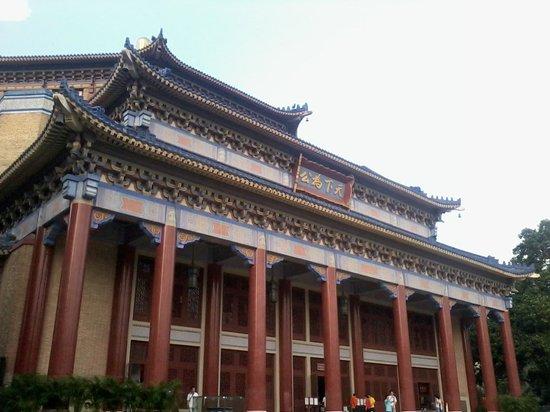 Bronze Statue of Sun Yat-sen : Dr. Sun Yat Sen