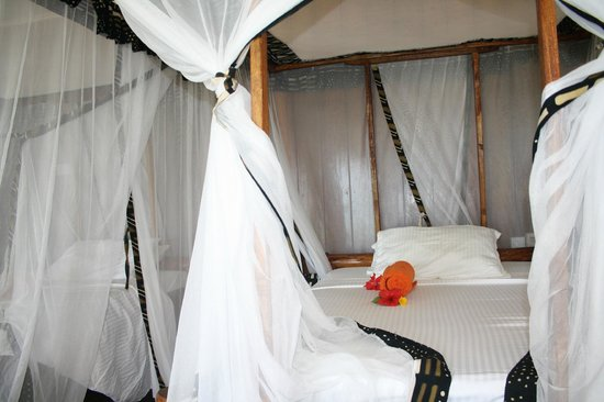 Domokuchu Beach Bungalows: the bed..