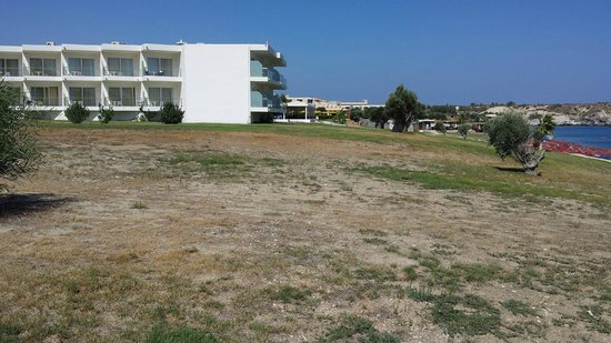 Kolymbia Beach Hotel: prato esterno