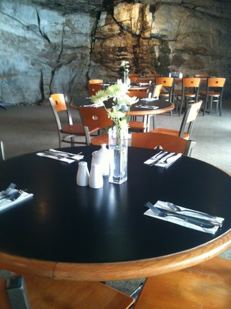 Lakeshore Restaurant: great food by a rockwall waterfall,,so pretty and enjoyable.