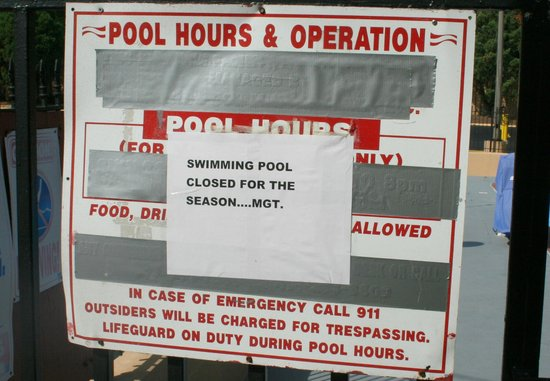Ramada Baltimore West: Schild am Pool
