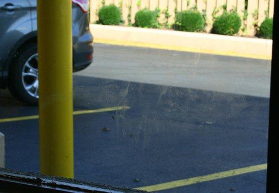 Ramada Baltimore West: verschmiertes Fenster Zimmer 123