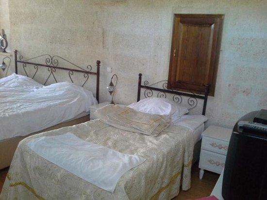 Sinasos History Cave Hotel: oda