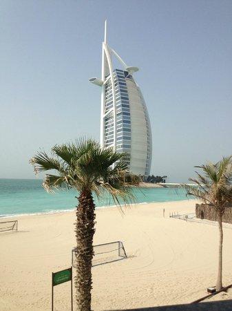Jumeirah Mina A'Salam: View of Burj Al Arab from pool bar