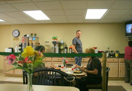 Ramada Baltimore West: Frühstücksbuffet