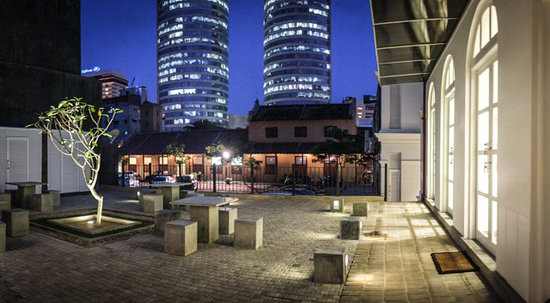 The t-Lounge on Chatham Street by Dilmah : Outside seating