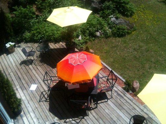 Lakeshore Restaurant: Outside patio area