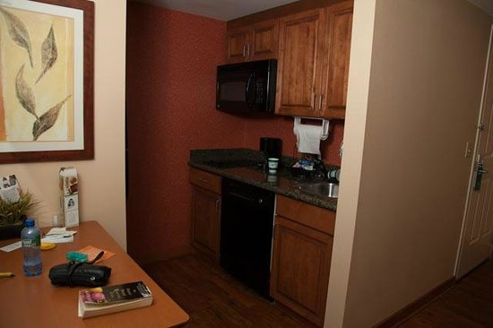 Homewood Suites Omaha Downtown: Kitchen