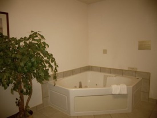 Maxfield's Inn: Jacuzzi Tub