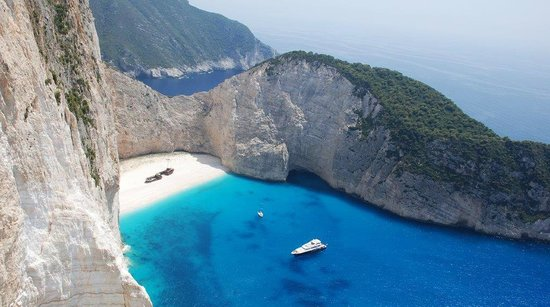 Villa Christina : The shipwreck / Navagio