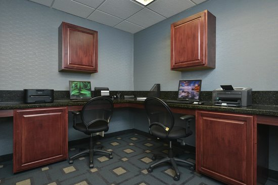 Hampton Inn East Aurora: Business Center