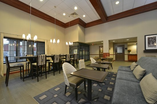 Hampton Inn East Aurora: Dining Area