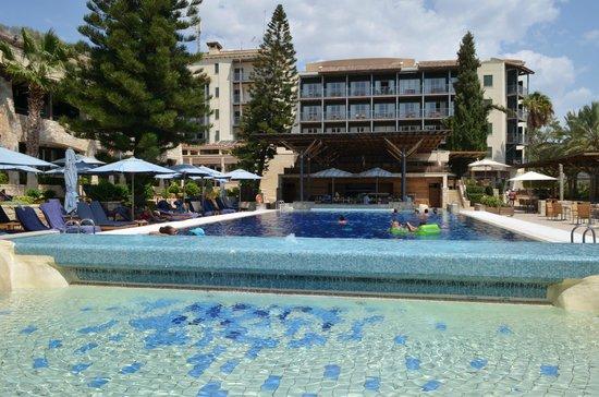 Columbia Beach Resort Pissouri: Pool and swim up Bar