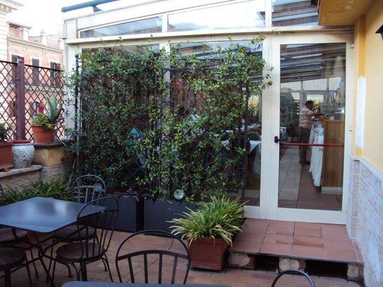 Borromeo Hotel: Terraço no andar 3
