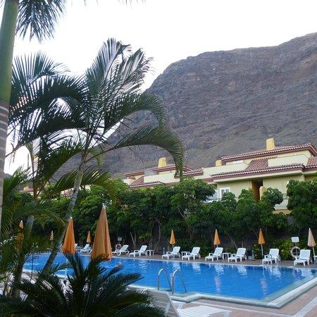 Residencial El Llano: Desde la piscina