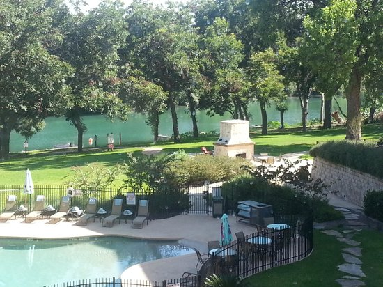 Courtyard by Marriott New Braunfels River Village : idyllic setting