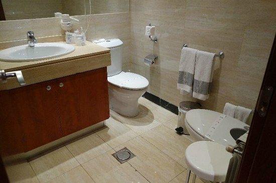 Hotel San Juan de los Reyes: バスルーム