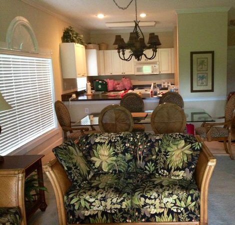 Myrtlewood Villas : View from Livingroom to Kitchen