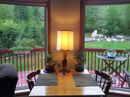 Farview Bed and Breakfast: View from the living room